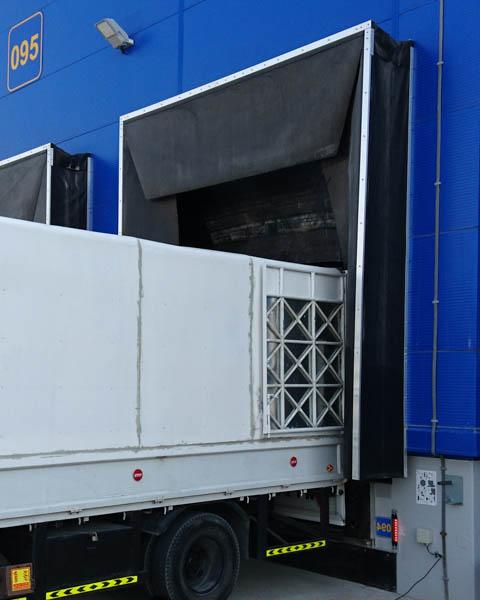 Variable Torabdichtungen für übergroße Tore & Laderampen, vom Transporter bis zum LKW