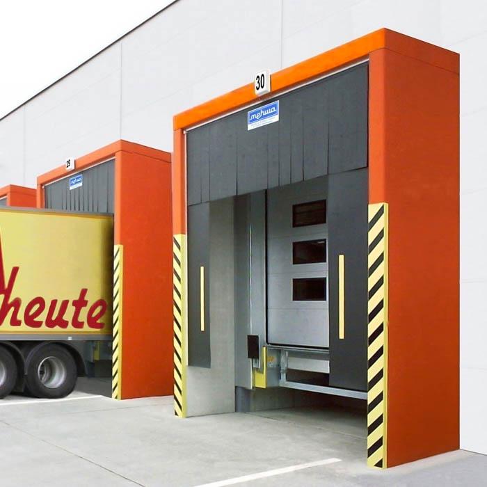 Lamellen-Einbautorabdichtung für jede LKW-Größe und Laderampe