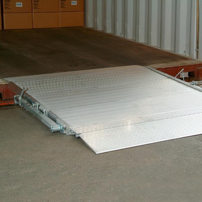 Die mobile Überladebrücke HF aus Aluminium Hohlfachprofil mit und ohne Unterzug von mehwa-Verladetechnik