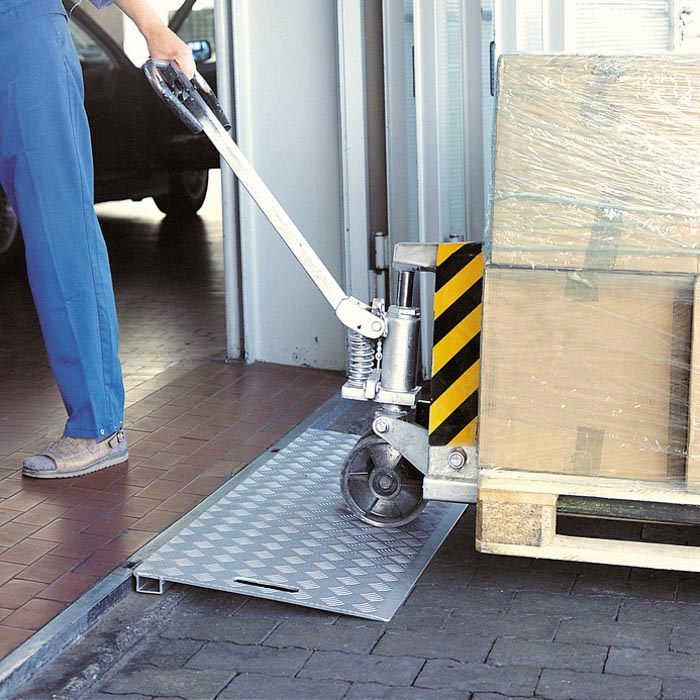 SB-K Keilbrücke aus Aluminium als Überfahrbrücke für LKW & Transporter
